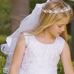 Fryzura komunijna dla dziewczynki z włosów długich i średniej długości
